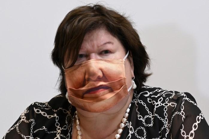 Het 'Maggie Masker' dat minister De Block weigerde op te zetten, maar er nu alle voorpagina's mee haalt