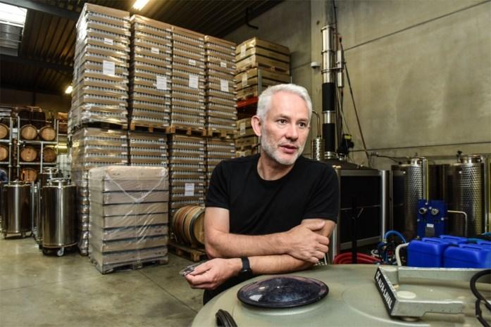"""Sterkstokers maakt opnieuw ommezwaai van handgel naar gin: """"We hebben 70.000 lege plastic flacons over"""""""