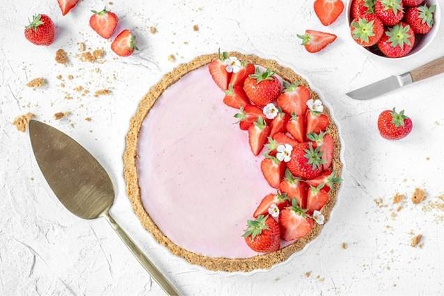 Foodbloggers presenteren hun favoriete zomergerecht: kaastaart met aardbeien van Kokerellen