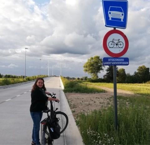 Brug naar Woestyne is klaar, maar fietsers niet welkom om ze te gebruiken