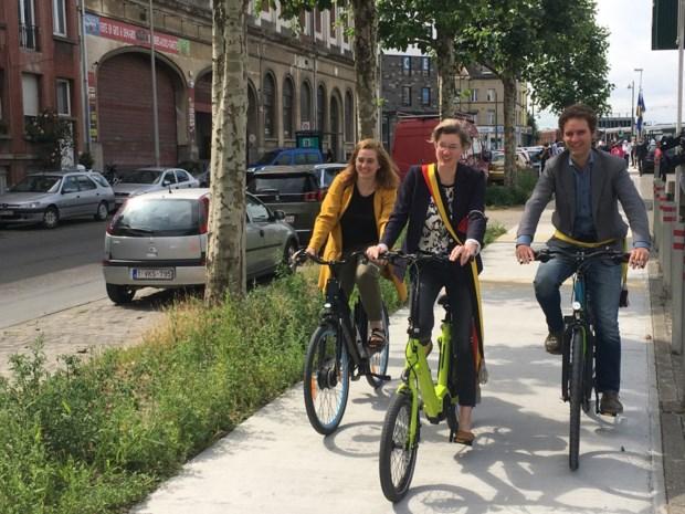 """Gemeente denkt sluikstortersprobleem aan te pakken met nieuw fietspad, buurtbewoners zien meer heil in strenge sancties: """"We zijn het beu om zelf gendarme te moeten spelen"""""""