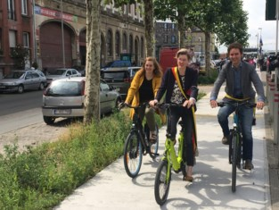 """Gemeente denkt sluikstortersprobleem aan te pakken met nieuw fietspad, buurtbewoners zien meer heil in strenge sancties: """"We zijn het beu om zelf <I>gendarme</I> te moeten spelen"""""""