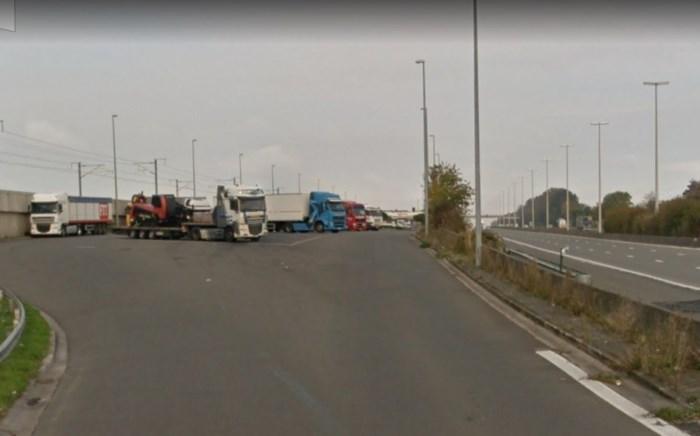Meer plaats voor vrachtwagens op parkings E40