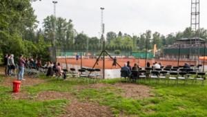 """Tennistoppers trainen noodgedwongen op lokale toernooitjes in Vlaanderen: """"Maar wij voelen ons hier niet te goed voor"""""""