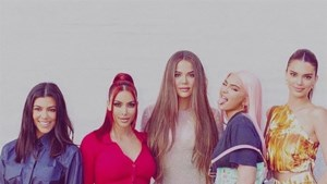 Kardashian-zussen kruipen in de huid van de Spice Girls