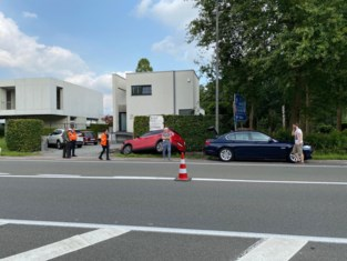 Auto's botsen: twee personen raken lichtgewond