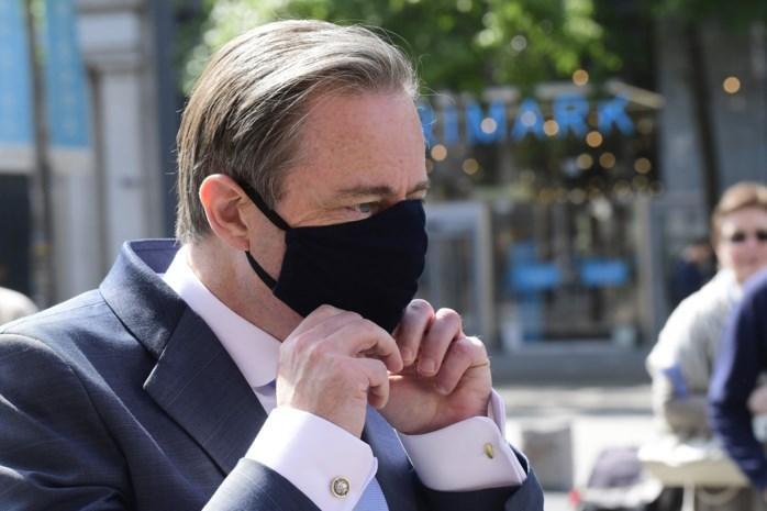 """Het coronavuur smeult in Antwerpen, en niemand weet waar te blussen: """"We varen blind"""""""
