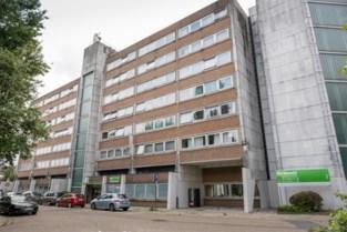 """Verpleegkundige klaagt laksheid in serviceflats aan: """"Geen alcoholgel in gebouw met besmette bewoners"""""""