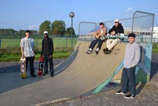 """Jongeren vragen met petitie een grondige aanpak van het skatepark: """"Er ligt overal glas en de constructies zijn verroest"""""""