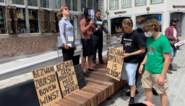 Extinction Rebellion kapt met kartonnen kettingzagen bomen op Hasseltse Grote Markt
