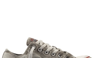 Voor deze vuile Converse-sneakers betaal je meer dan een nieuw paar zonder vlekken