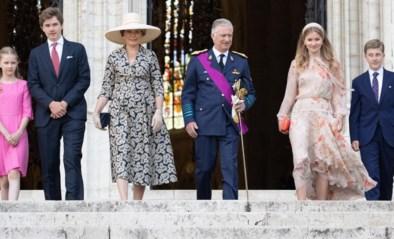 Koningin Mathilde kiest klassiek op onze nationale feestdag, Belgische prinsessen snuisteren in elkaars kleerkast