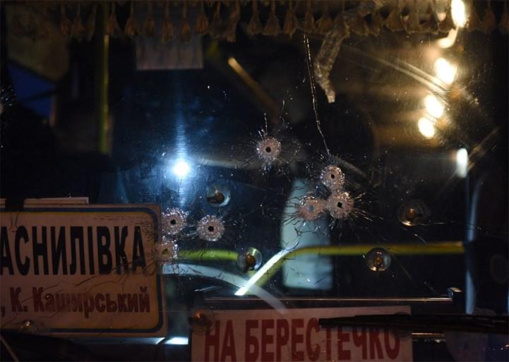 Alle zestien gijzelaars na ruim tien uur bevrijd uit bus in Oekraïne