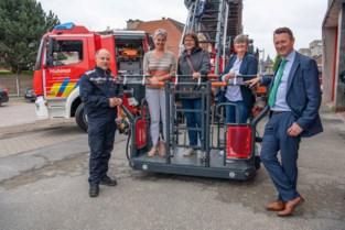 Brandweer oefent met gloednieuwe ladderwagen