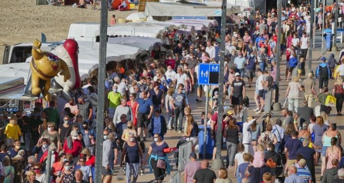 """Honderden mensen troepen samen op avondmarkt, maar Dedecker is formeel: """"Alle voorzorgen genomen, mensen moeten zelf verantwoordelijkheid nemen"""""""