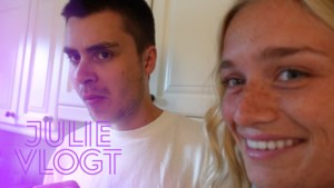 Julie Vermeire probeert broer te pranken, maar dat loopt niet helemaal volgens plan