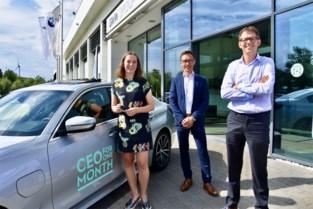 Studente staat maand in de schoenen van CEO, verdient 6.600 euro en krijgt nieuwe BMW