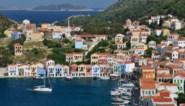 """Het idyllische Griekse eiland waar de toeristen hun koffers pakken uit angst voor oorlog: """"Dit conflict gaat ver terug"""""""