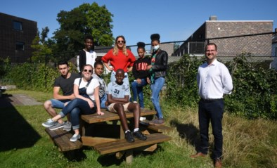 """Zomerschool voor anderstalige nieuwkomers valt in de smaak: """"Leuk dat we ons Nederlands meteen kunnen oefenen"""""""
