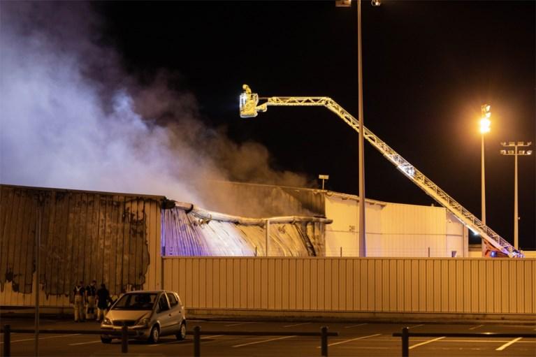Zware brand op luchthaven van Luik: rookpluimen te zien tot op snelweg, schade aanzienlijk