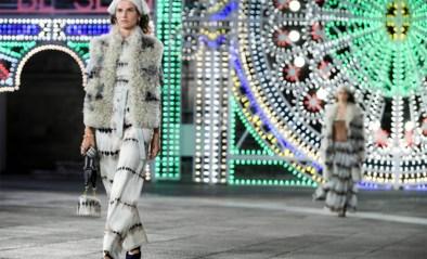 IN BEELD. Dior defileert zonder publiek