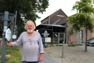 """Voormalig stationsgebouw is nostalgisch trefpunt voor fietsers en wandelaars: """"En zeggen dat gemeente dit gebouw wou slopen"""""""