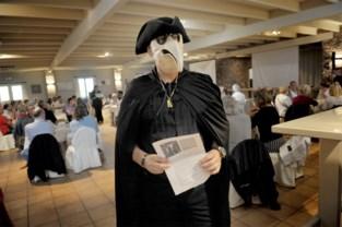 Fervente tegenstanders van het mondmasker komen voor de eerste keer samen... met een mondmasker op