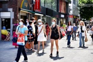 'Viruswaanzin': bijna 200 mondmaskerhaters komen samen in 'achtertuin' van minister De Crem