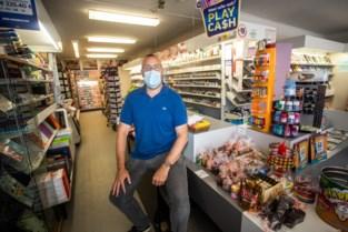 """Krantenwinkel weigert mensen zonder mondmasker: """"Oudere klanten hebben schrik"""""""