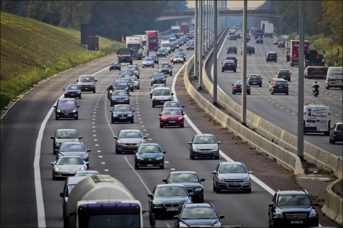 Trager is niet altijd beter, maar laat wel tijdig je gaspedaal los: deze tips helpen je liters brandstof te besparen met de wagen