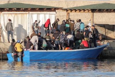 """Ook deze """"vergeten"""" crisis is nog lang niet voorbij: Lampedusa wordt overrompeld, voor de kust van Malta dobberen bootjes"""