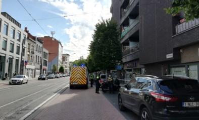 Politie sluit buurtwinkel nadat werknemer blijft werken ondanks positieve coronatest