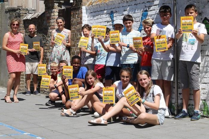 Diksmuidse kinderen ontvangen Blijf-in-je-buurt-boekje