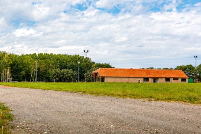 Gemeente huurt voetbalveld aan Isschotweg, kantine verwacht nu ook spelers