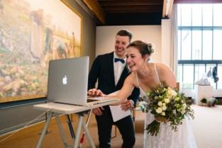 """Tess en Arnout moeten huwelijksfeest door corona voor tweede keer uitstellen: """"Nu wachten we tot er vaccin is"""""""
