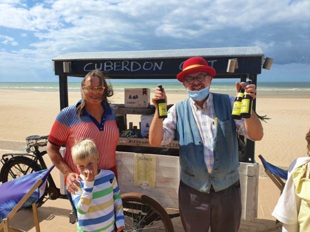 """Carl (57) verkoopt zijn neuzen nu op de zeedijk: """"In Gent kreeg ik geen plaats, maar hier wil ik prachtig verhaal beginnen"""""""
