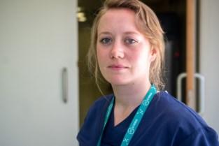 """Jonge Covid-verpleegster Sofie: """"We moeten erdoor. Veel keuze hebben we niet"""""""