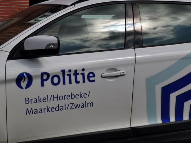 Politie pakt rijbewijs bestuurder af na ongeval, maar ziet hem kort nadien weer achter het stuur
