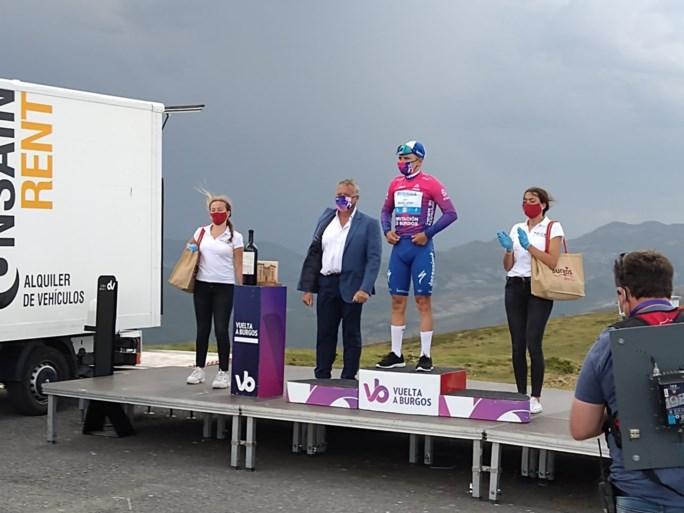 """Ontketende Remco Evenepoel geeft een demonstratie en is de nieuwe leider in de Ronde van Burgos: """"Wie niet waagt, niet wint"""""""