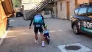 Schattiger wordt het niet: Peter Sagan leert 2-jarig zoontje fietsen na lange trainingsdag