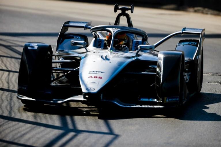 Stoffel Vandoorne krijgt flitsende wagen onder zijn poep van Mercedes en dan nog eentje met een stevige boodschap