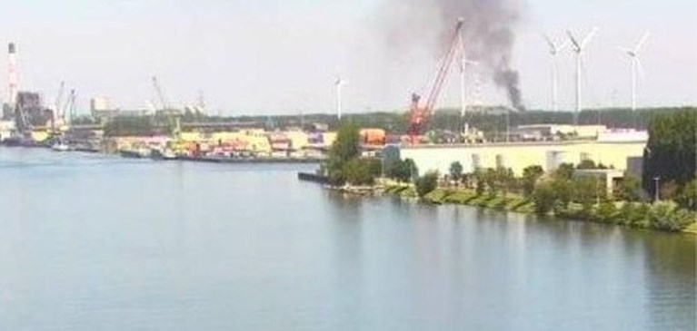 """Brand in Gentse haven veroorzaakt enorme rookwolk: """"Hou ramen toe en zet ventilatie uit"""""""
