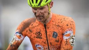 Nederlander Lammertink mist Strade Bianche na val, veldrijder Corné van Kessel is vervanger