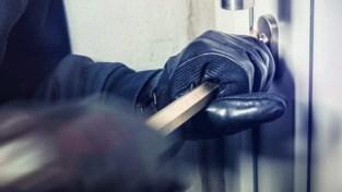 Inbreker forceren raam en stelen werkmateriaal