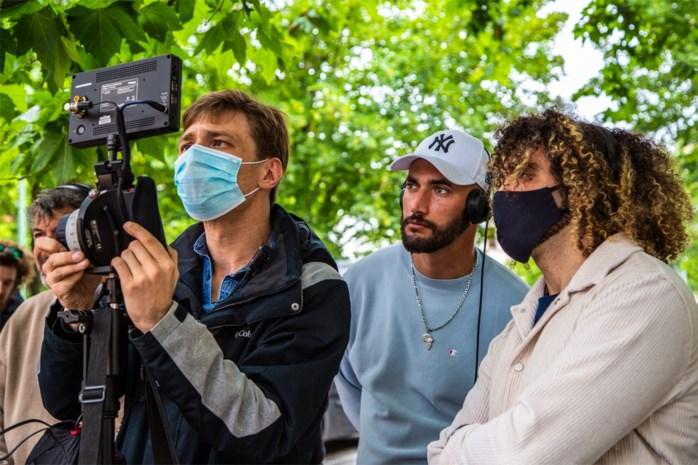 Ze hebben zelfs een 'Covid-19-manager': Adil & Bilall doen het veilig op de set van 'Grond'