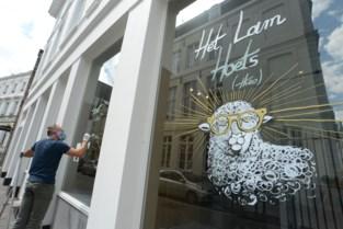 Originele raamtekeningen in stadscentrum verwijzen naar van Eyck