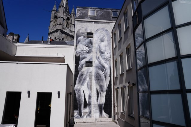 'Mismatch' tussen Adam en Eva in nieuwe straatkunst voor Van Eyckjaar