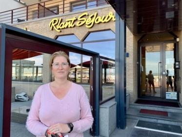 """Hoteluitbaatster Sarah kreeg meer dan 140 annuleringen binnen na verstrengde coronamaatregelen: """"De mensen zijn gewoon bang"""""""