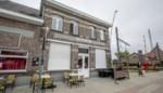 Twee agentes raken gewond bij schermutseling in café, zaak moet twee weken dicht