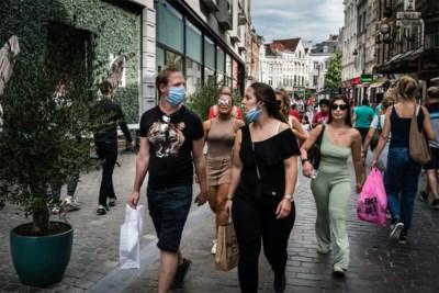 """Zeven redenen waarom het contactonderzoek al weken in de soep draait: """"Plots veel Bart De Wevers op café"""""""